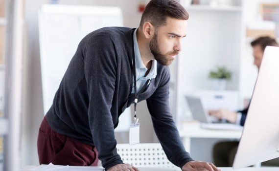 IT-Support-Man-Stood-at-Computer-570x350-1